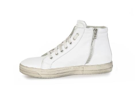 Bacari white left