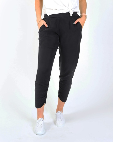 Aria pant blk A new white sneaker