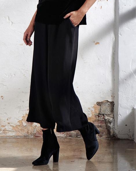 Sloan velvet top Revival Pany EDITED_2 insta pants